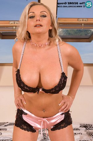 Virna cougar escorts in West Pensacola